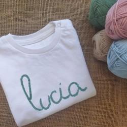 Camiseta bordada a mano