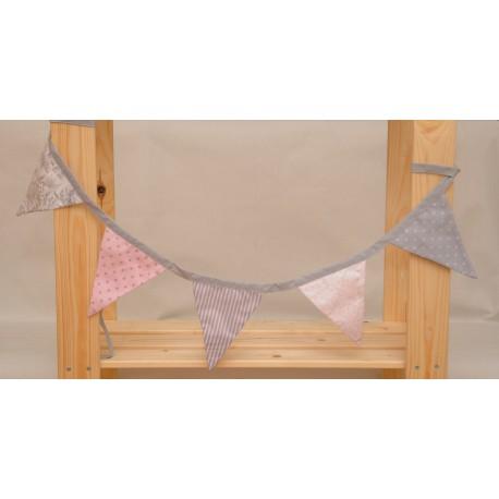 Guirnalda de tela rosa y gris